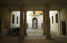 palazzo Thun scultura nettuno